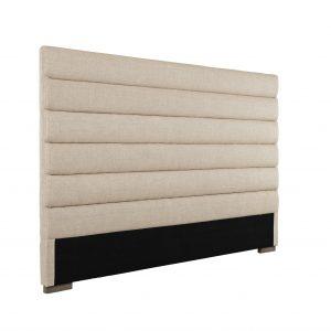Sengegavl i sandfarved linned. Denne sengegavl skal ikke bores ind i væggen, men kan bare stå bag ved sengen. Se vores store sortiment af gavle HER.