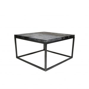 Kvadratisk sofabord i målene 70x70cm. Sofabordet måler 40cm i højden er derfor ideelt til de fleste sofaer. Bordet har en helt unik jern overflade.