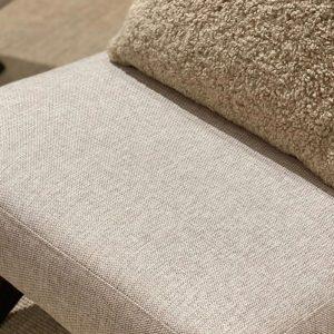 Lounge Chair i en smuk sand farve med flotte træben. Denne smukke loungestol er lavet i noget ekstra stærkt materiale og har en meget lækker kvalitet.Balie Balie, indretning, interiør, boligindretning, baliebalie, Frederiksberg, københavn, bali bali, balie, boliginteriør, bolig, butik, instagram, set på instagram, Sandra, instashopping, baliebalie_com