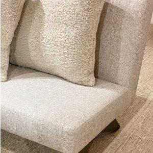 Lounge Chair i en smuk sand farve med flotte træben. Denne smukke loungestol er lavet i noget ekstra stærkt materiale og har en meget lækker kvalitetBalie Balie, indretning, interiør, boligindretning, baliebalie, Frederiksberg, københavn, bali bali, balie, boliginteriør, bolig, butik, instagram, set på instagram, Sandra, instashopping, baliebalie_com