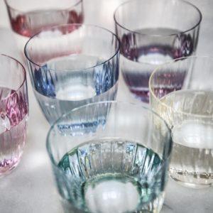 Vandglas i farver. Disse smukke glas egner sig specielt godt som vandglas. Sættet er lavet i krysstal glas og kommer i 6 forskellige farver.